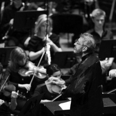 keith-conducting-the-adelaide-youth-orchestra