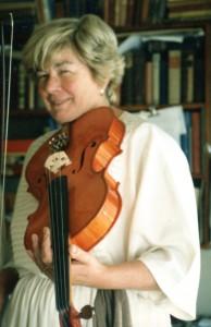 maureen-with custom made violin276